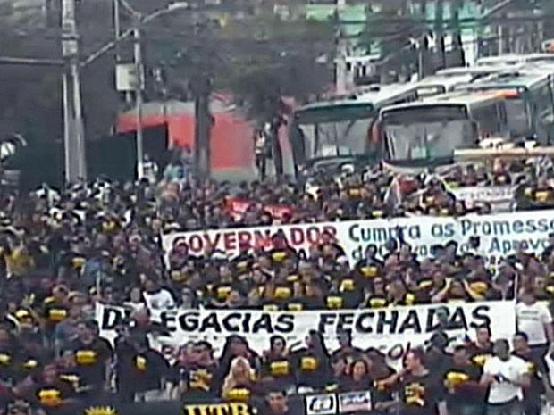 Sindicato dos Policiais Civis faz passaeata pelo Centro do Recife (Foto: Reprodução / CTTU)
