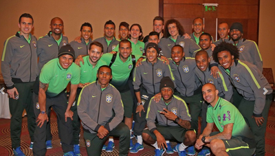 Neymar se despede da Seleção Santiago (Foto: Rafael Ribeiro / CBF)