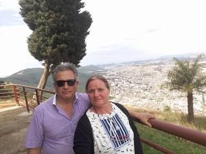 Casal conhecendo os pontos turisticos em Poços de Caldas (Foto: Arquivo Pessoal/Ana Rita Dutra Vesco)