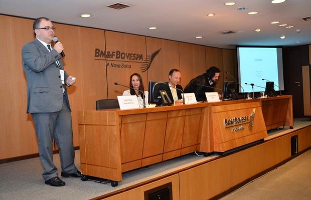 Cassio Spina, da Anjos do Brasil, comanda debate com Ilana Grossman, da Gust, e João Trigo da Roza, da ABPA (Foto: Giuseppe Pimentel/Divulgação)