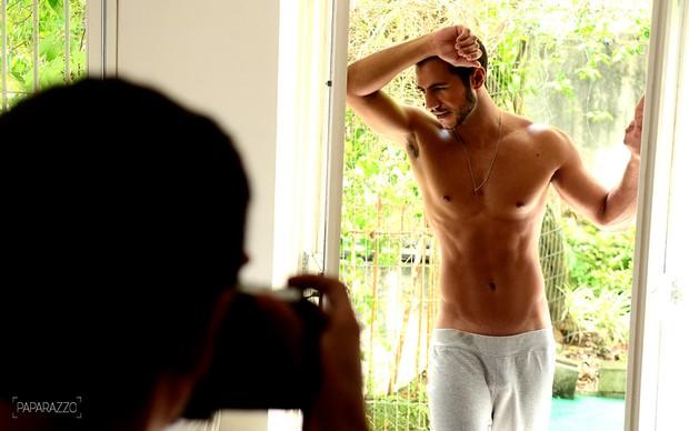 Matheus Lisboa posa para o Paparazzo (Foto: Roberto Teixeira / Paparazzo)