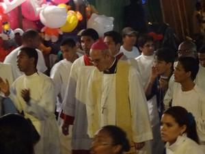 Dom Fernando Saburido celebrou missa de encerramento da Festa do Morro. (Foto: Katherine Coutinho / G1)