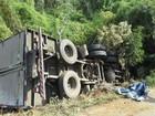 Jovem morre e idosa fica ferida após caminhão tombar em Pitanga, no PR