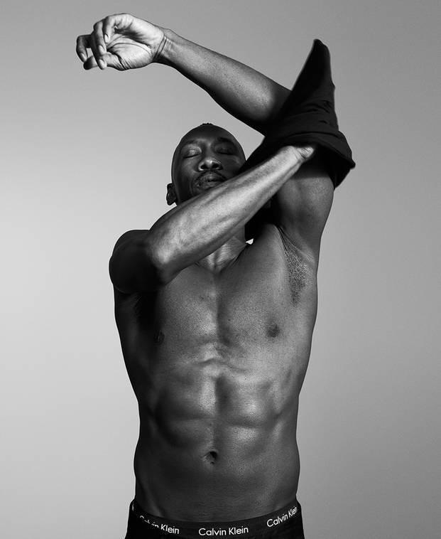 Mahershala Ali para a Calvin Klein (Foto:  Willy Vanderperre/Calvin Klein/Divulgação)