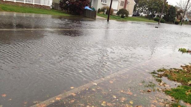Casa de Chris Weidman alagada por causa da tempestade Sandy  (Foto: Reprodução/Twitter)