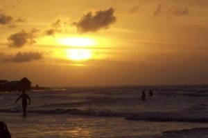 Curtir o pôr do sol em Algodoal é um dos programas preferidos pelos visitantes da ilha (Foto: Morgana Porpino/Arquivo Pessoal)