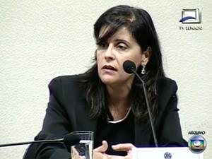 Simone Vasconcelos, durante depoimento no caso mensalão (Foto: Reprodução/TV Globo)