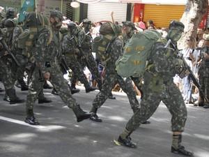Programação pelo Dia do Soldado promoveu serviços à comunidade em Belém (Foto: Paula Sampaio / O Liberal)
