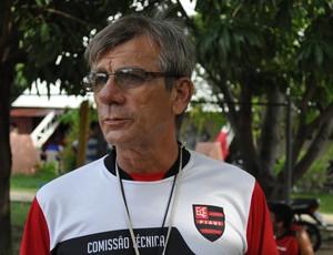 Eduardo Pereira comanda treinos à espera de Josué Teixeira (Foto: Renan Morais/GLOBOESPORTE.COM)
