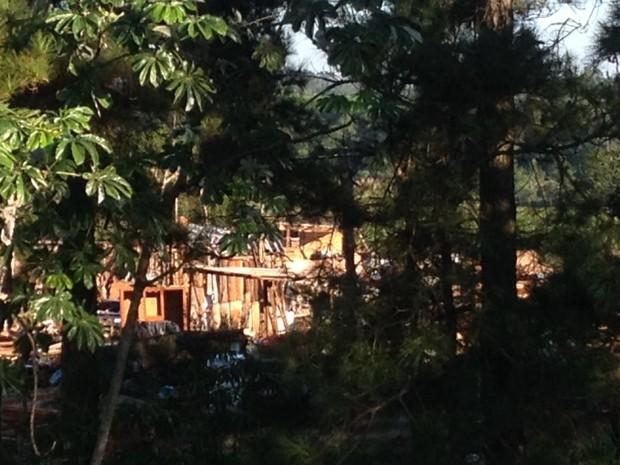Grupo abandonou antigo acampamento às margens da BR-277, em São Miguel do Iguaçu, no Paraná, na madrugada desta sexta (18) (Foto: Caio Vasques / RPC)