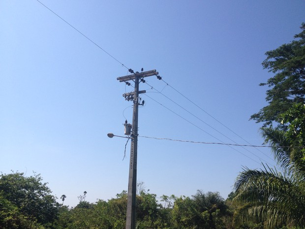 Moradores dizem que falta de energia é constante (Foto: Dayanne Saldanha/G1)