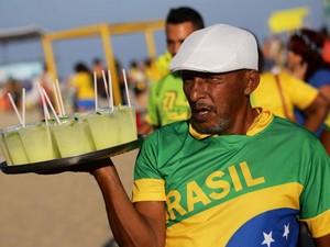Vendedor de caipirinha no entorno do Fifa Fan Fest (Foto: Rodrigo Gorosito/G1)