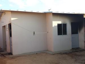 Idosa de 80 anos morava sozinha na casa (Foto: Lucimário Souza / TV Grande Rio)