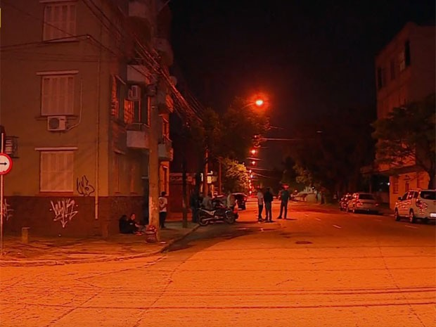 Crime ocorreu na Avenida Pernambuco, no bairro São Geraldo, em Porto Alegre (Foto: Reprodução/RBS TV)