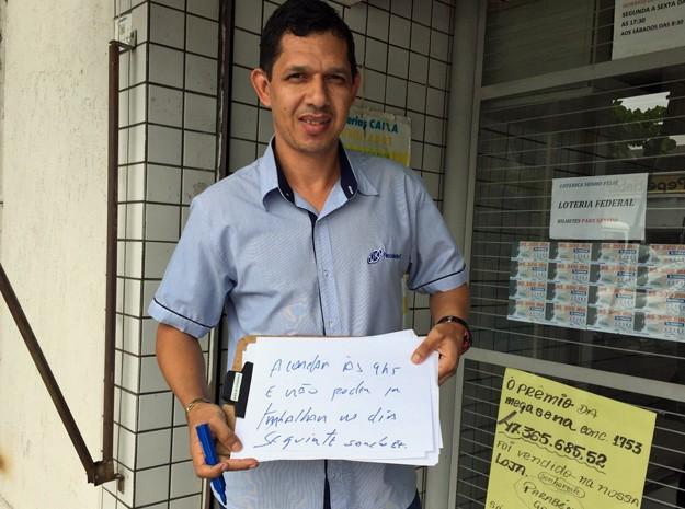 Sandro dos Santos quer acordar todo dia às 9h, caso ganhe na Mega-Sena (Foto: Jéssica Nascimento/G1)