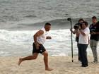 Ronaldo Fenômeno é flagrado correndo na praia