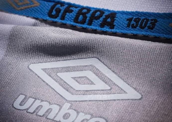 Umbro divulga novo detalhe da camisa do Grêmio (Foto: Diego Guichard)