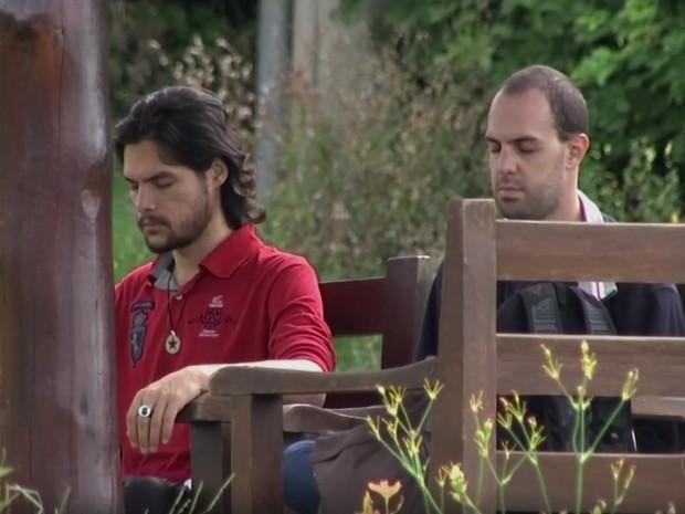 Momentos de meditação e oração fazem parte do retiro espiritual (Foto: Reprodução/TV TEM)