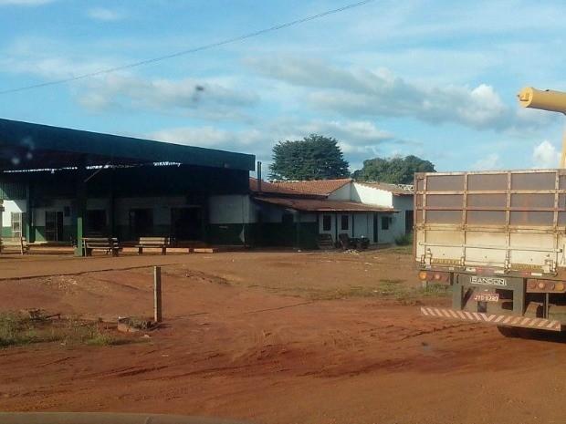 Antigo posto de combustíveis é uma das poucas estruturas ainda em pé na terra indígena. (Foto: Assessoria / PRF)