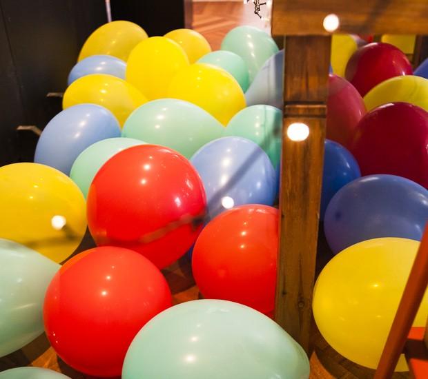 Sem bexigas a festa fica incompleta, não é mesmo? Espalhe os balões no chão para surpreender e divertir seus convidados.   (Foto: Divulgação)