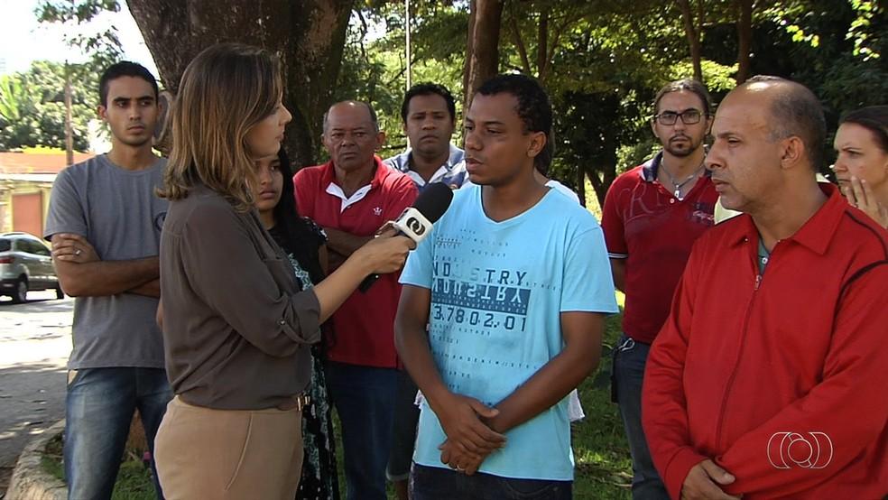 Jovem deu entrevista ao lado do sogro antes de ser preso pelo crime (Foto: Reprodução/TV Anhanguera)