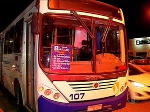 Ônibus foi assaltado noite desta quinta-feira (17) em Parnamirim, na Grande Natal (Foto: Reprodução/Inter TV Cabugi)