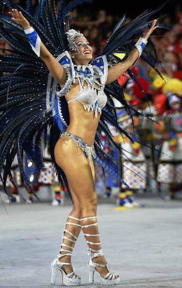 Nana Gouvêa desfilando pela Caprichosos de Pilares em 2004 (Foto: Reprodução/Facebook)