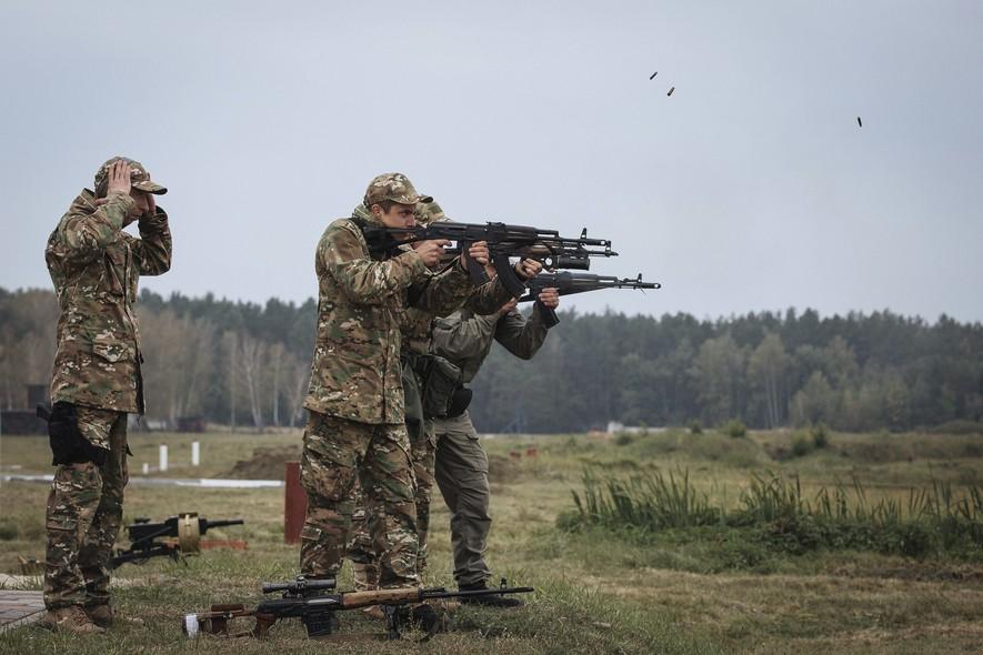 Soldados da Ucrânia fazem exercícios militares em Kiev
