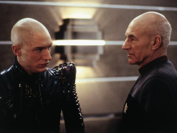 Tom Hardy interpreta um clone de Picard (Patrick Stewart) em 'Jornada nas estrelas: Nêmesis' (Foto: Divulgação)