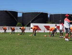 Jogadores ficaram sob os cuidados do preparador físico do Galo, Eduardo Ortiz (Foto: Henrique Pereira/ Globoesporte.com)