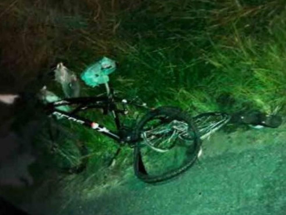 Bicicleta ficou completamente destruída (Foto: Divulgação/Mix Vale)