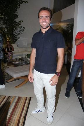Roger Flores em evento em restaurante na Zona Oeste do Rio (Foto: Rodrigo dos Anjos/ Ag. News)