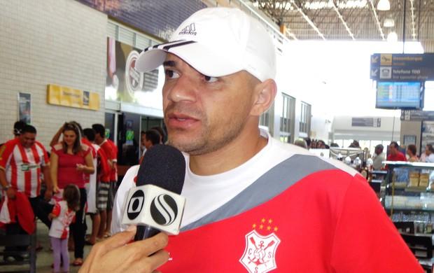 Raulino quer que equipe dê tudo de si e um pouco mais no jogo (Foto: Felipe Martins/GLOBOESPORTE.COM)