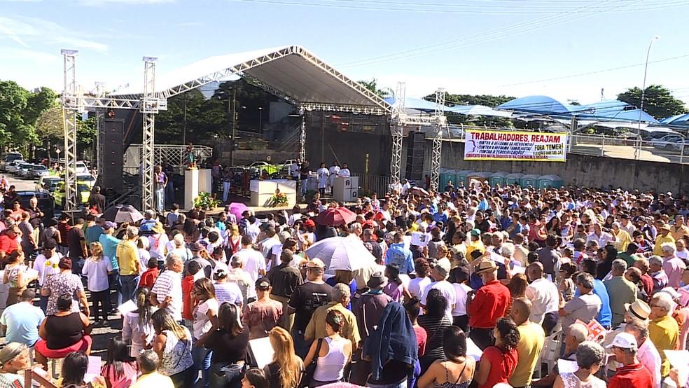 Missa celebra o Dia do Trabalhador em Contagem, na Grande BH (Foto: Reprodução/TV Globo)