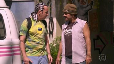Sandro acredita que conseguirá pegar o dinheiro da pensão de Patrick com Walmir