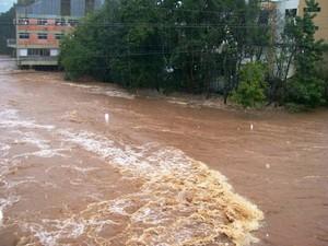 Em Joaçaba, Rio do Peixe transbordou (Foto: radiocatarinense.com.br/Divulgação)