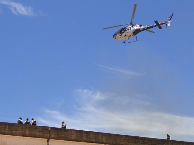 Helicóptero da Polícia monitora rebelião na Penitenciária Nelson Hungria (Foto: Reprodução/Globocop/TV Globo Minas)
