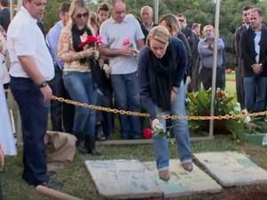 Advogado foi enterrado na quarta na capital (Foto: Reprodução/RBS TV)