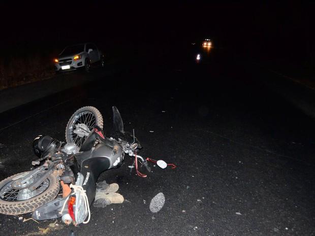 Mortos estavam em motocicleta, segundo polícia (Foto: Blog do Sigi Vilares)