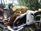 Caminhão bate em barranco e deixa um morto e outro ferido na BR-153