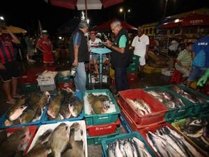 Fiscais do Imetropará irão verificar se balanças dos peixeiros da 'Pedra do Peixe', em Belém, estão informando peso correto. (Foto: Divulgação/Agência Pará)