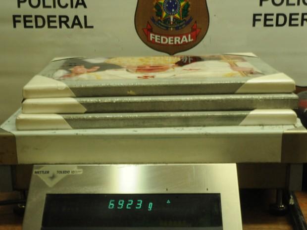 Polícia Federal prende espanhol com cocaína escondida dentro de quadros do Papa e turbina automotiva (Foto: Divulgação/DPF )