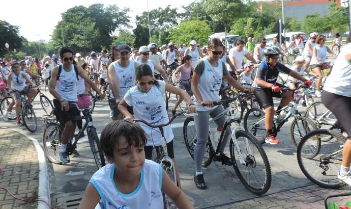 Ciclistas saíram do Parque das Águas, no Centro, e passaram por outros cinco bairros (Foto: Cleverson Mariano)