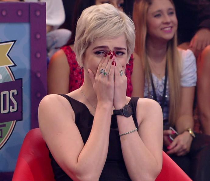Sophia Abrahão se desespera ao saber que Malheiros vai despencar (Foto: TV Globo)