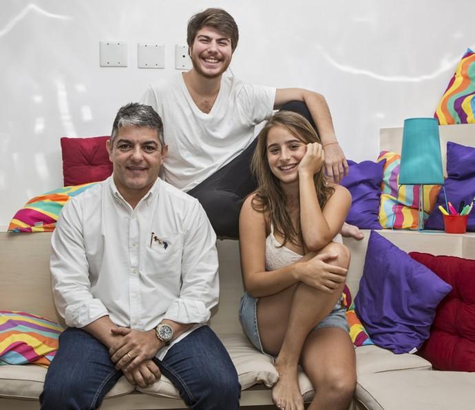 Manuella Llerena, Thales Cavalcanti e o especialista Dr. Fernando Ferry no #PapoReto (Foto: Fábio Rocha/Gshow)