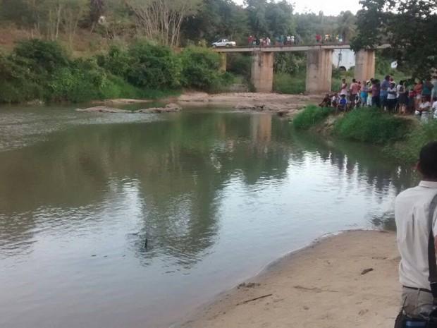 Corpos foram encontrados em cachoeira no Norte do Espírito Santo (Foto: Internauta/ Gazeta Online)
