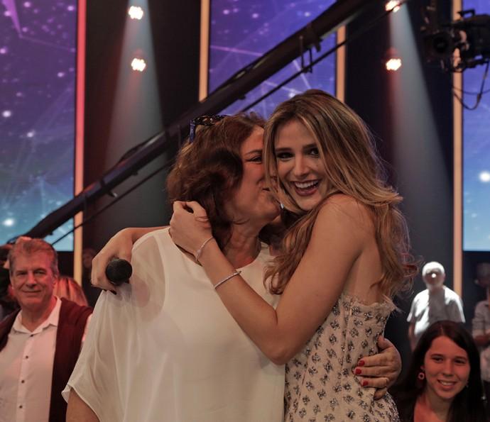 Rafa Brites recebe carinho da mãe, Dona Maria Horta (Foto: Gshow/Ellen Soares)
