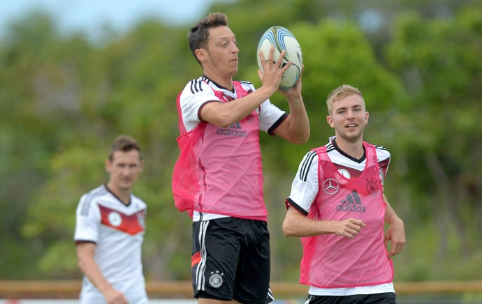 jogadores alemanha jogam rugbi ozil (Foto: EFE)
