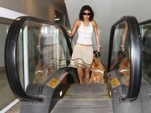 Camila e Puca pela primeira vez na escada rolante (Foto: Arquivo pessoal)