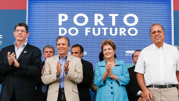 A presidente Dilma Rousseff, durante a visita ao Porto do Furuto, no Rio de Janeiro (Foto: Roberto Stuckert Filho/PR)